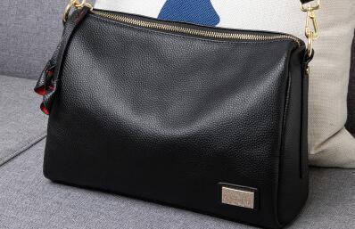 海外潮品男女包包一手货源、一件代发货