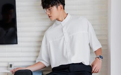 广州潮牌衣服货源厂家直销 一比一品质 欢迎大量拿货