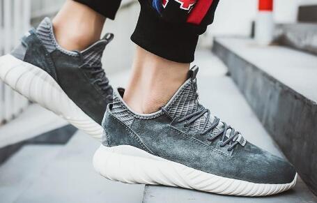 东莞复刻1:1运动鞋批发,纯原级原厂一手运动鞋货源