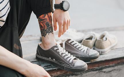 高档潮流百搭运动鞋货源工厂直销,简约时尚,男生首选