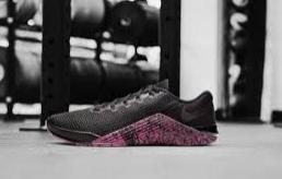 潮流品牌运动鞋工厂进货包退包换-出厂价格一件代发