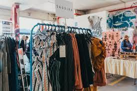 摆地摊卖衣服去哪里进货便宜?哪些经验与方法