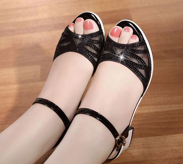 温州品牌女鞋厂家一手货源,一件代发
