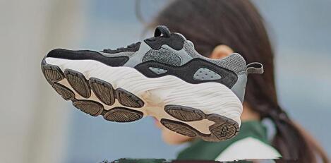 海外品牌鞋子一手货源,专业批发档口,每天出新款