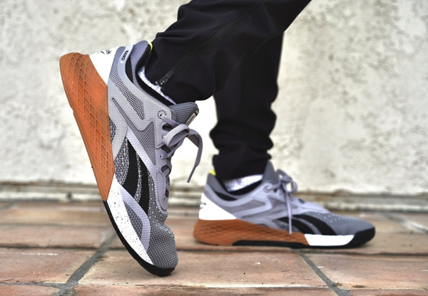 透露下摆地摊批发鞋子5元至20元的货源哪里有