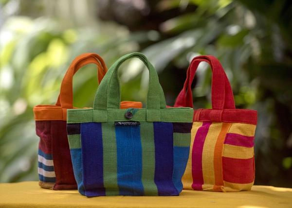 给大家说一说复刻包包在哪买,微商代理价格多少钱