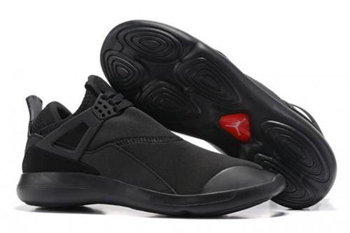 最新款式运动鞋厂家一手货源,代理1对1培训